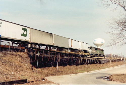 Eastbound Burlington Northern Railroad piggyback train.  Brookfield Illinois.  April 1986. by Eddie from Chicago