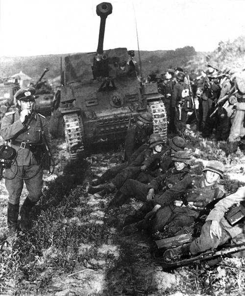 Marder III troops and at Dawn before the attack on Kursk