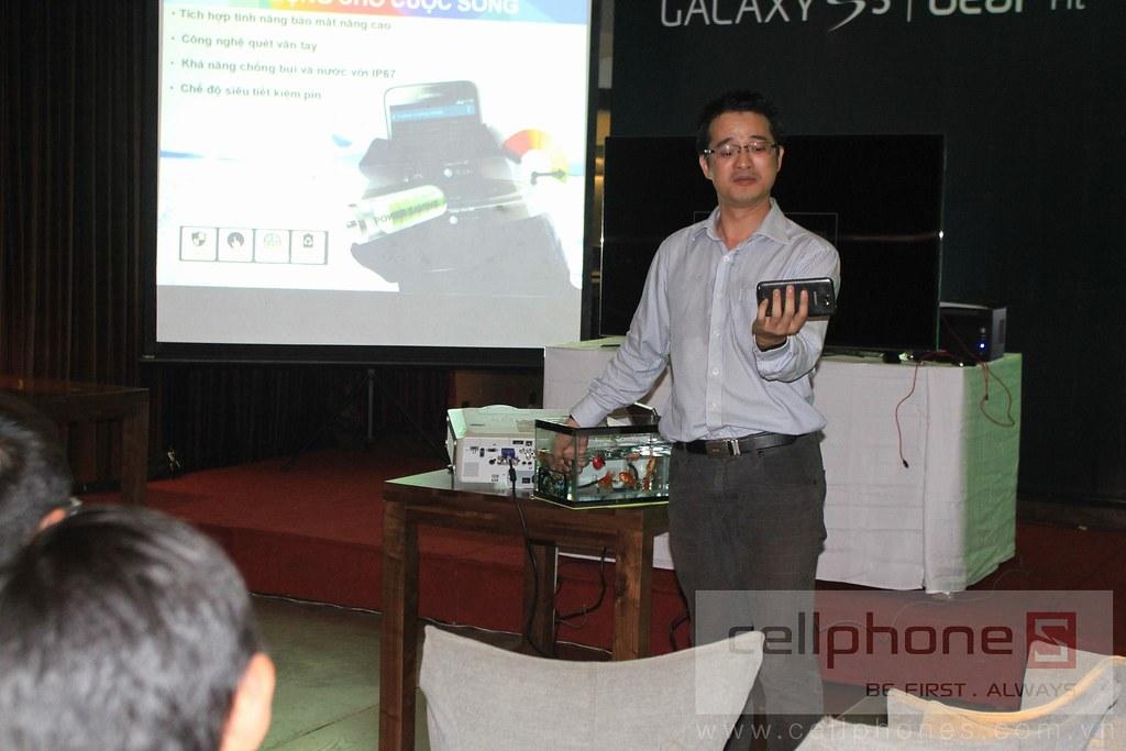 Sforum - Trang thông tin công nghệ mới nhất 13301189894_014dd579b9_b Hình ảnh buổi Offline: Trải nghiệm Galaxy S5