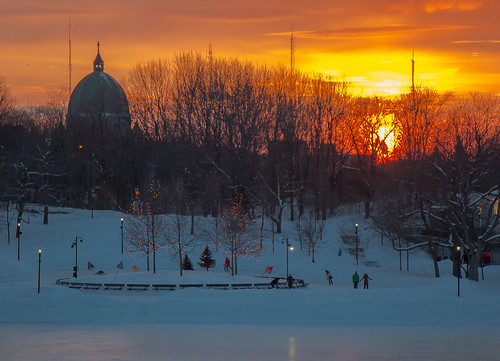 winter sunset orange mountain ice montagne canon soleil montréal hiver skating coucher icerink skaters skate coucherdesoleil glace patinage oratoirestjoseph oratoire patins 2014 patineurs anneaudeglace