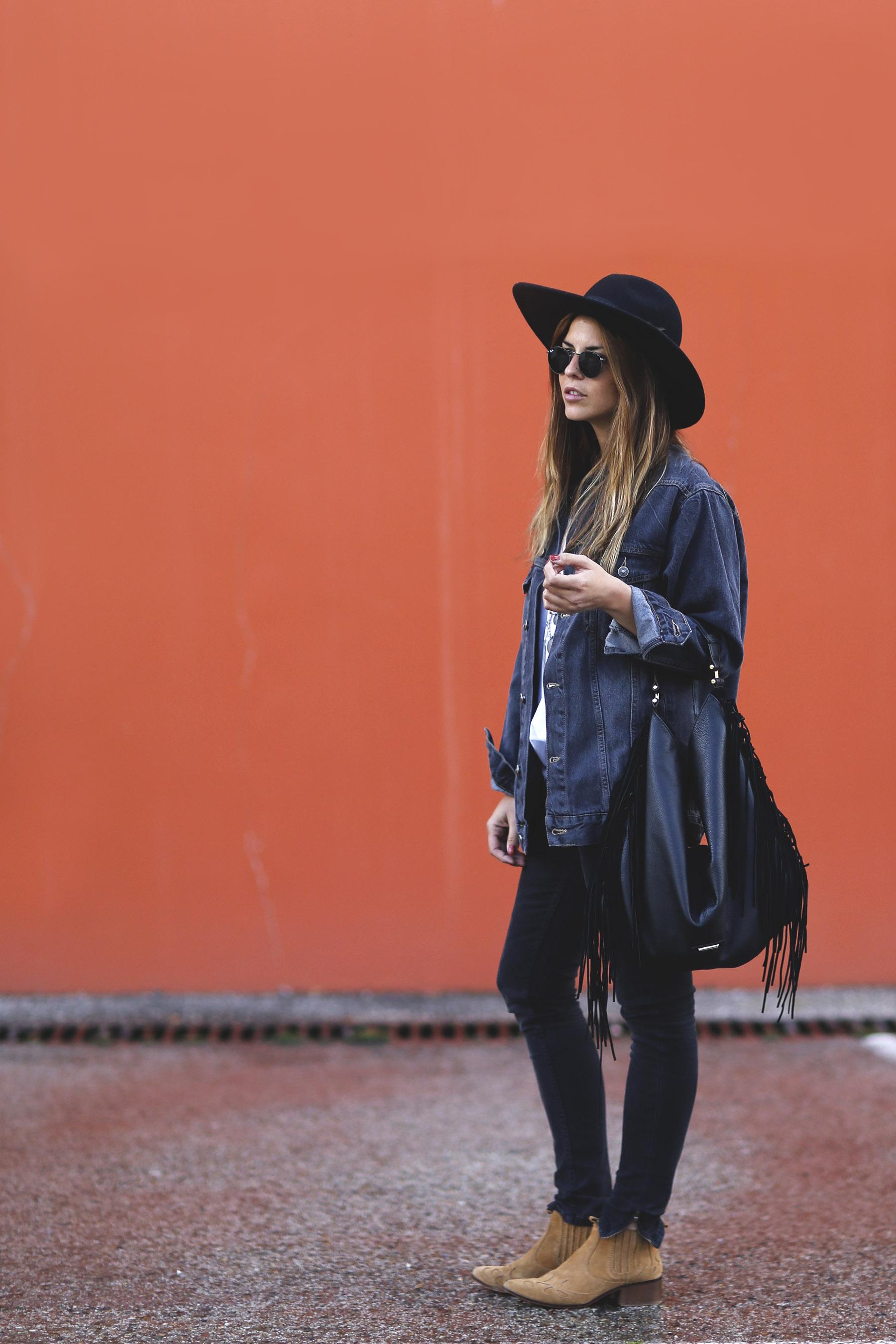 trendy-taste-look-boho-sombrero-flecos-botines-camperos-cowboy-spring-primavera-denim-5