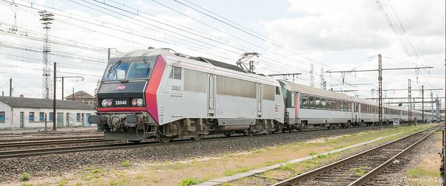 [FR-SNCF] BB 26040 (dépôt de Villeneuve) et son Intercités Tours - Paris Austerlitz @Saint-Pierre des Corps 28/04/2016