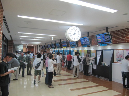 函館競馬場の2階走路側売り場