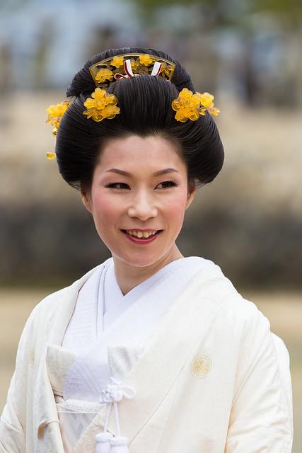 Mariée au sanctuaire d'Itsukushima
