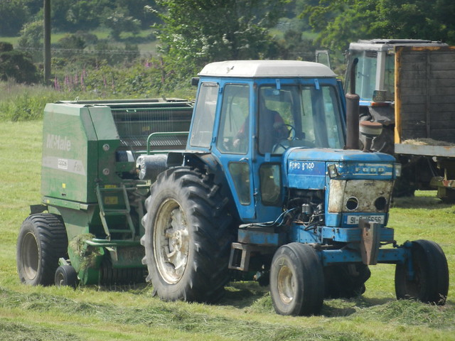 Ford 8700 Tractor : Ford tractor mchale f bailer flickr photo