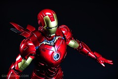 Hot Toys Iron Man 2 - Suit-Up Gantry with Mk IV Review MMS160 Unboxing - day2 (1)