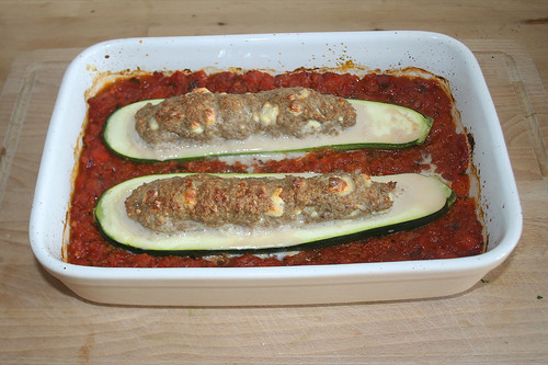 39 - Gefüllte Zucchini im Gemüsebett - Fertig gebacken / Stuffed zucchini on vegetables - Finished baking