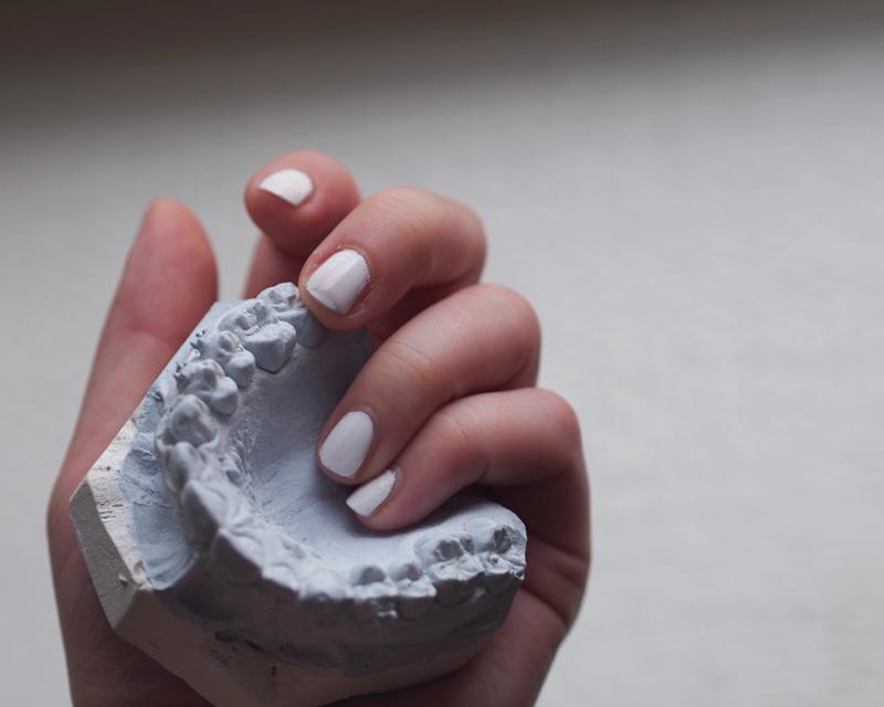 white blanc nails
