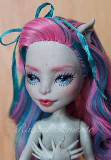 Custom / repaint  Monster high Rochelle head