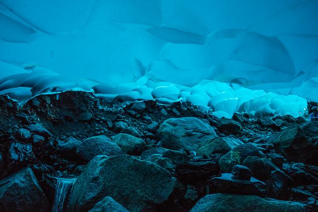 Las cuevas de hielo del glaciar Mendenhall. Alaska.