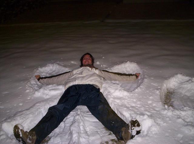 Cómo hacer un ángel de nieve