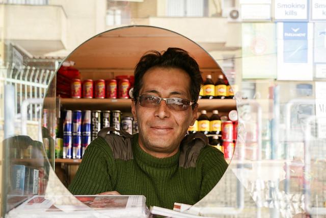 A man in a kiosk, Shiraz シラーズ、キオスクの男性