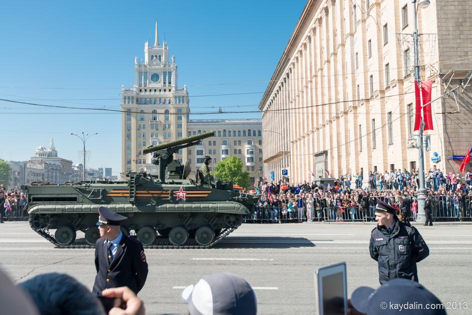 в москве военная техника, парад
