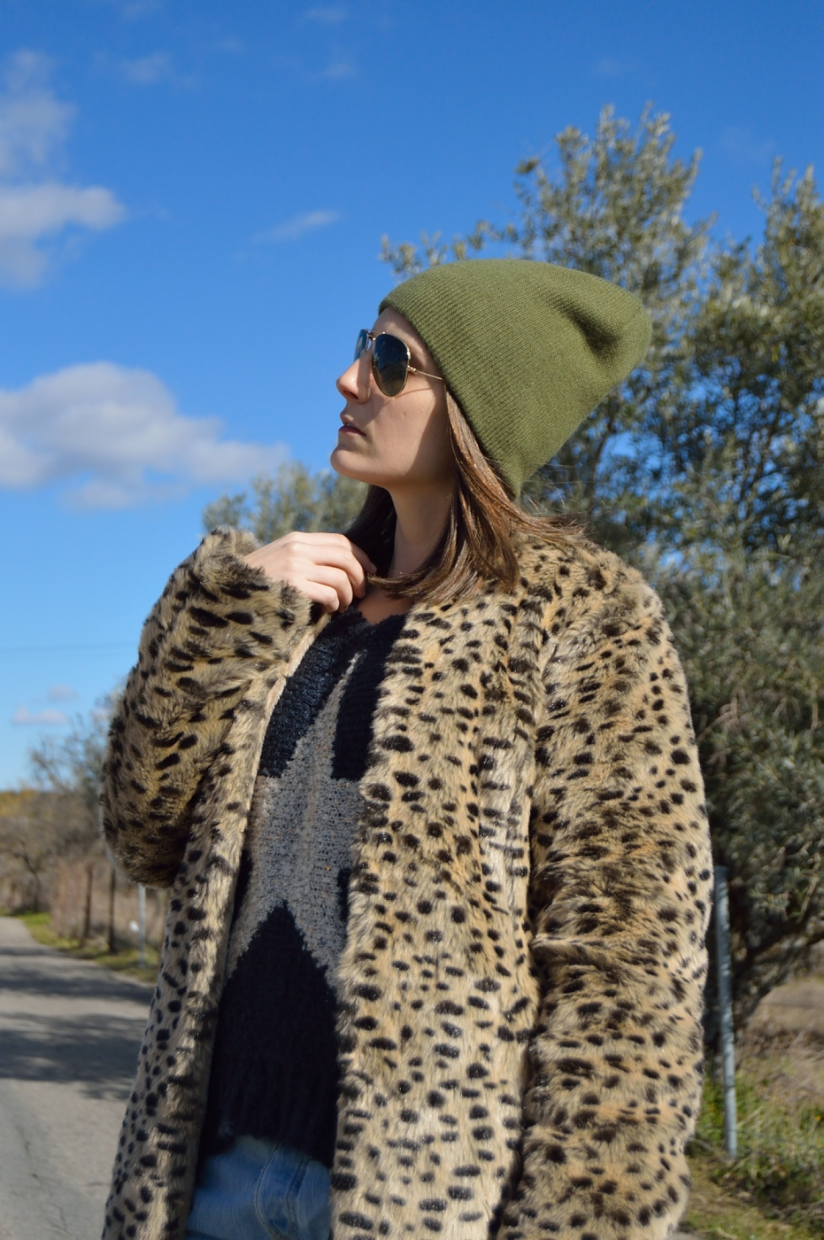 lara-vazquez-mad-lula-style-streetstyle-outfit-green-beanie