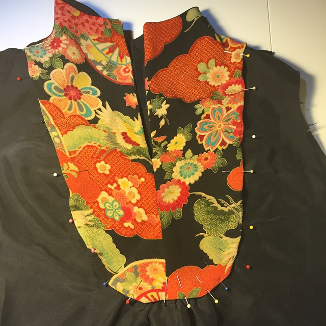 Using precious little bits of kimono silk to line the yoke of this blouse. #365