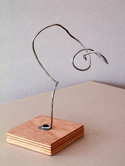 2005 - 'Curling Tree-like', an abstract organic wire sculpturefree image in public domain / Commons, CC-BY – painter-artist, Fons Heijnsbroek