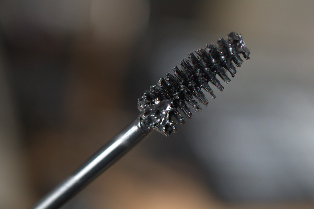 Josie Maran GOGO Instant Natural Volume Argan Mascara brush