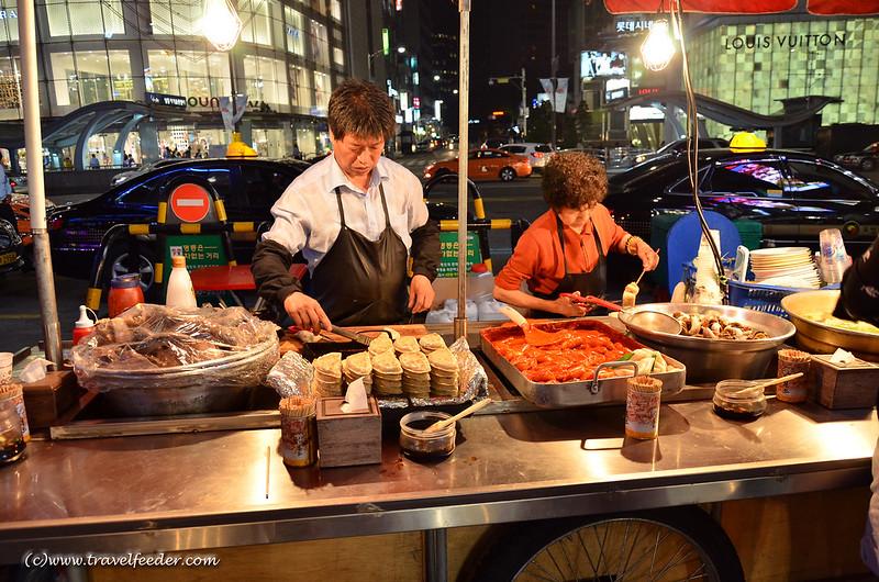 Pojangmacha_selling_Korean_snacks