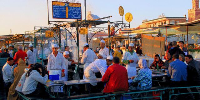 warung-kaki-lima-di-Maroko