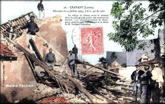 sauveteurs et pompiers dans les décombres du village de Cravant après la tornade du 4 juillet 1905 météopassion