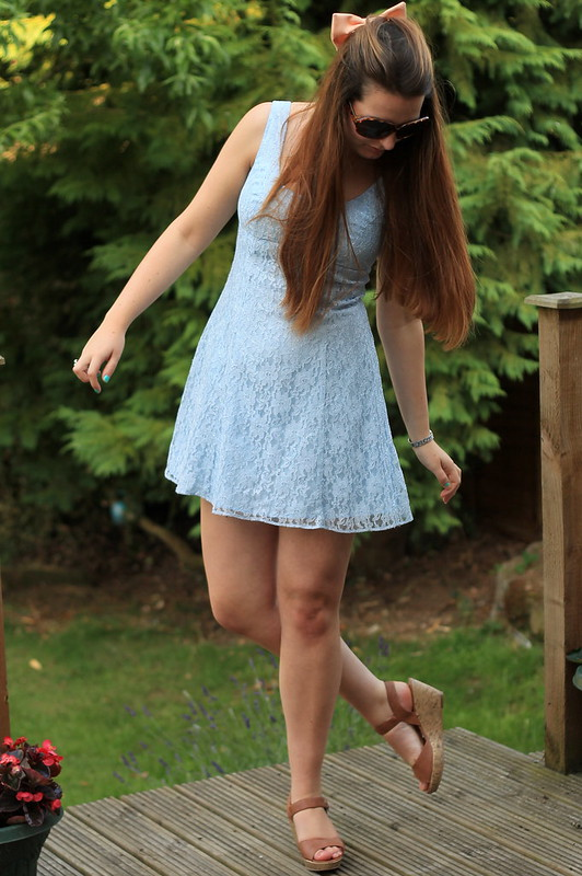 OOTD, outfit of the day, uk style blog, sunglasses, hair bow, vintage lace dress, wedges