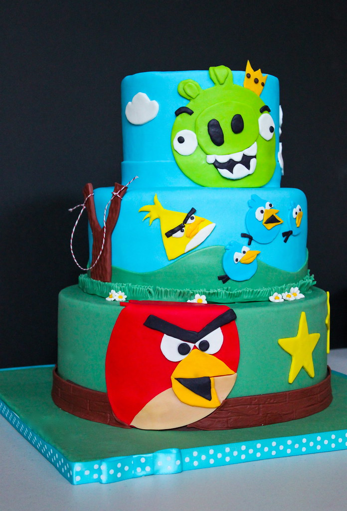 Pictures Of Angry Birds Birthday Cakes : Angry Birds Birthday Cake-The Little Epicurean