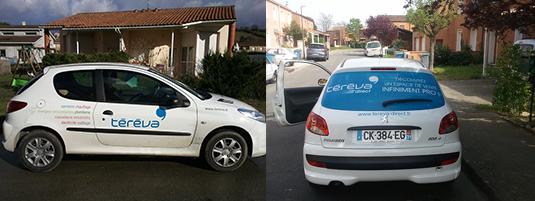 Pose des stickers décoratifs sur les véhicules de la société Téréva.