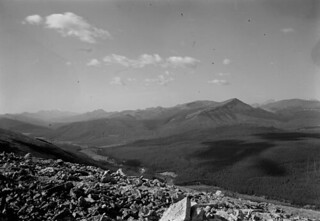 Photo-topographical view of Plateau Mountain, looking northwest from Station 55, Hailstone Butte No. 1... / Vue photo-topographique du mont Plateau, au nord-ouest de la station 55, butte Hailstone no 1...