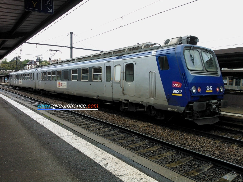 A Z 9600 operated by the French SNCF company in the Dijon Ville station