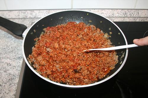 17 - Tomatenmark anbraten / Roast tomato puree