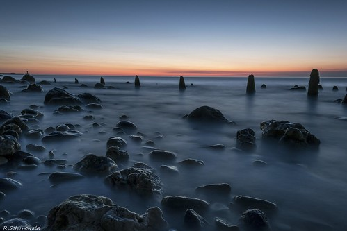 uk longexposure lighthouse seascape reflection sunrise lights pier rocks northsea posts northeast seaham nikond3100 rickyschonewald
