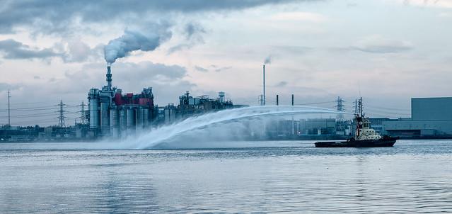 Thames Svitzer tug