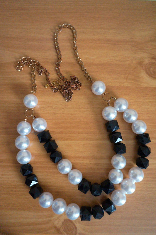 black and pearl necklace