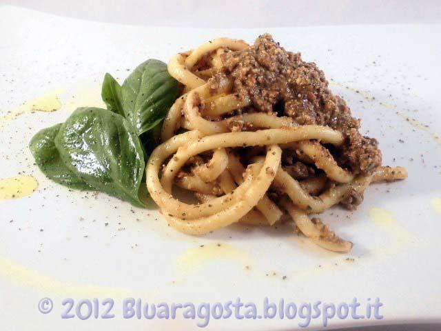 4-bucatini al pesto di olive mandorle e pomodorini