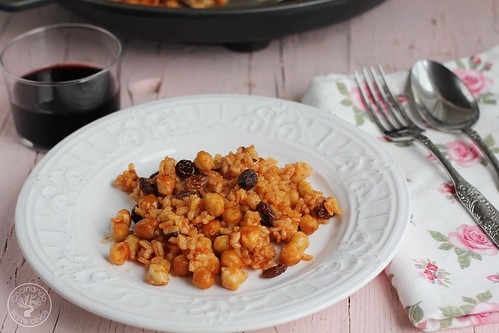Arroz al horno con garbanzos y pasas www.cocinandoentreolivos.com (4)