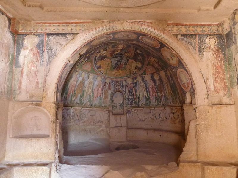 Turquie - jour 21 - Vallées de Cappadoce  - 104 - Çavuşin, Kızıl Çukur (vallée rouge) - haçlı kilise (église à la croix)