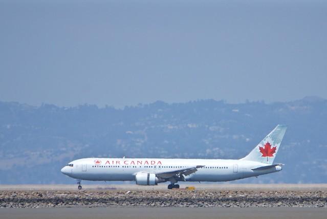Air Canada Boeing 767-300 landing at SFO DSC_0688