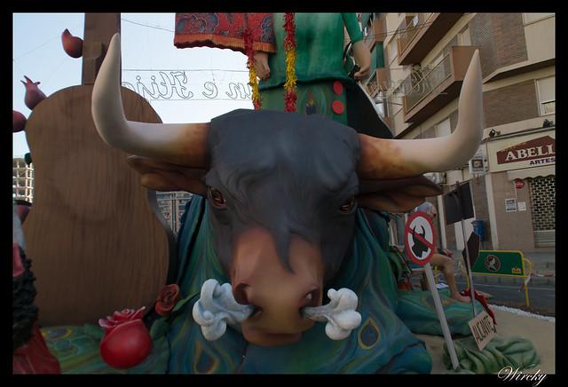Mejores ninots de hogueras 2015 Alicante - Toro en Hoguera San Nicolás de Bari