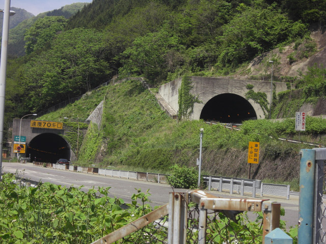 CHUO EXPWY SASAGO TUNNEL