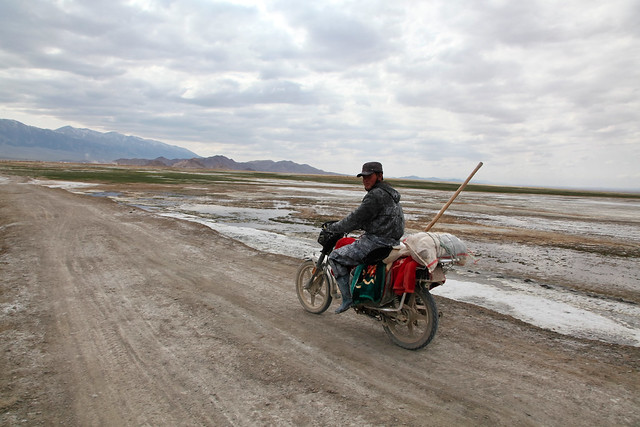 A Kazakh guy riding a bike, Barkol バルクル、バイクに乗ったカザフ人男性