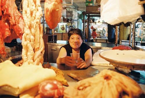 portrait people film analog 35mm kodak streetphotography streetportrait butcher asuncion paraguay publicmarket expiredfilm mercado4