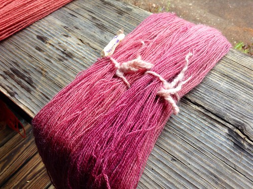 Cochineal-dyed yarn