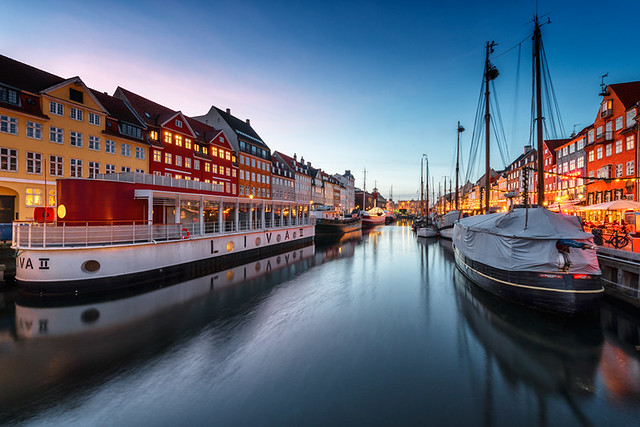 Looking-up-Nyhavn-at-sunset