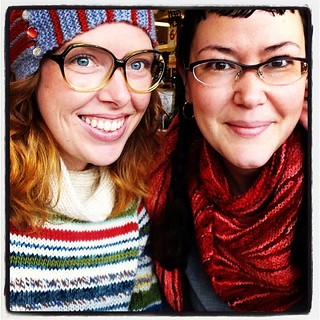 Got to grab a coffee with the fabulous @infinitetwist while wearing my UK trip sweater out in the world, and she's in a beautifully colored Robin shawl! Yay!