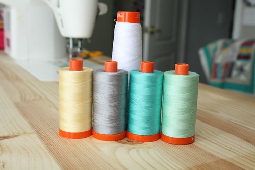The threads for my SewSew Modern pillow