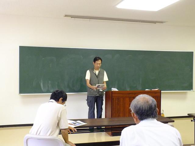 続いて松田先生が教壇に.ヒナ鳥の餌の内容や時間帯について説明があった.