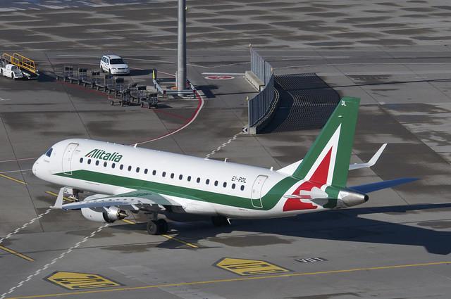Alitalia-Etihad: sindacati spaccati anche sul nuovo contratto di settore