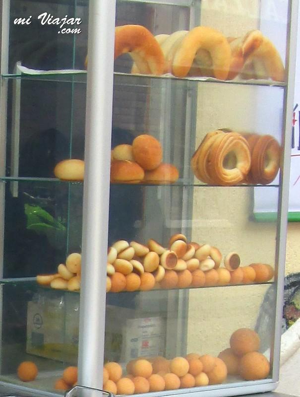 comidas callejeras colombianas: almojabanas, pandeyucas, buñuelos