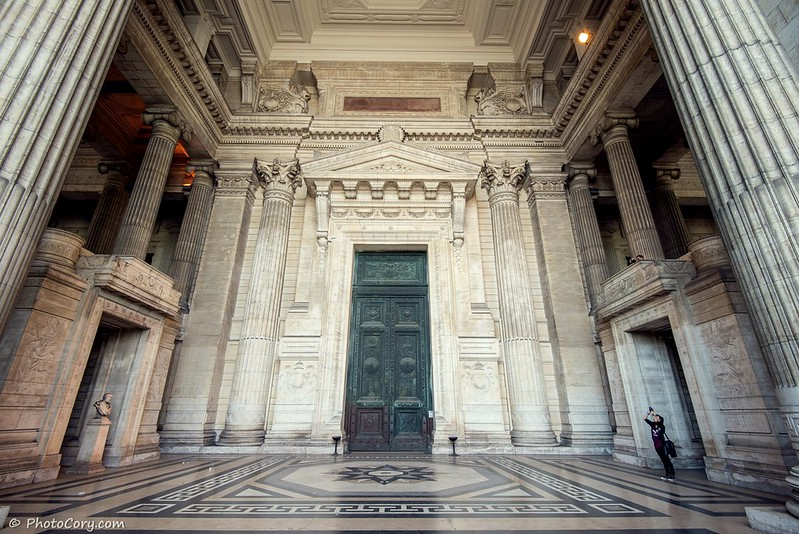 big door in the hallway of Palace of Justice belgium, Brussels