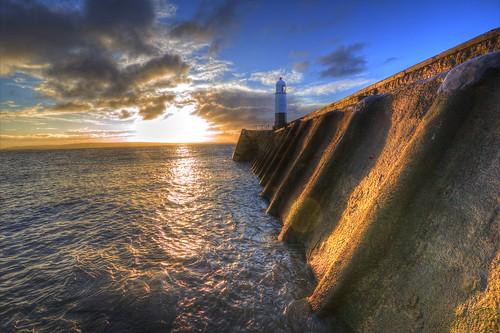 lighthouse southwales sunrise published lighthouses coastal hightide porthcawl glamorgangazette canon600d supertide sigma1020mmf35exdchsm canon600deos pencoedsnapper